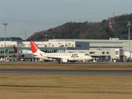 松山空港 エンブラエル170 (1)