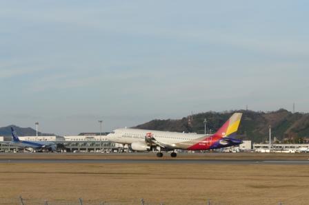 松山空港 アシアナ航空 エアバスA321 (3)