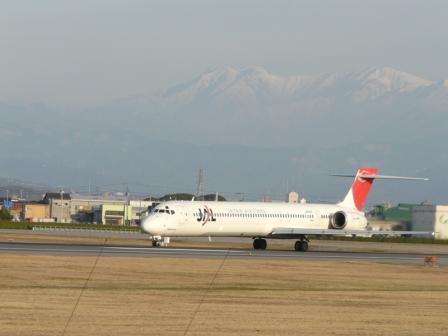 松山空港 マクダネル・ダグラス MD-90 (1)