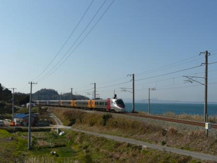 大浦-浅海間 8000系特急電車