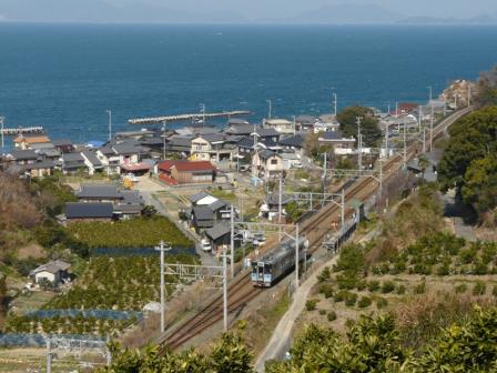 大浦駅付近 7000系電車