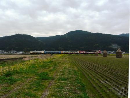 伊予石城駅付近 アンパンマン列車 2