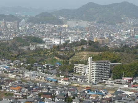 松山総合公園・展望塔から 伊予鉄道・郊外電車 2