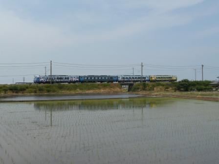 松前町 水田 & アンパンマン列車 (2000系特急)
