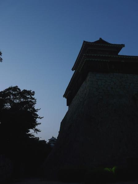 黄昏時の松山城 1