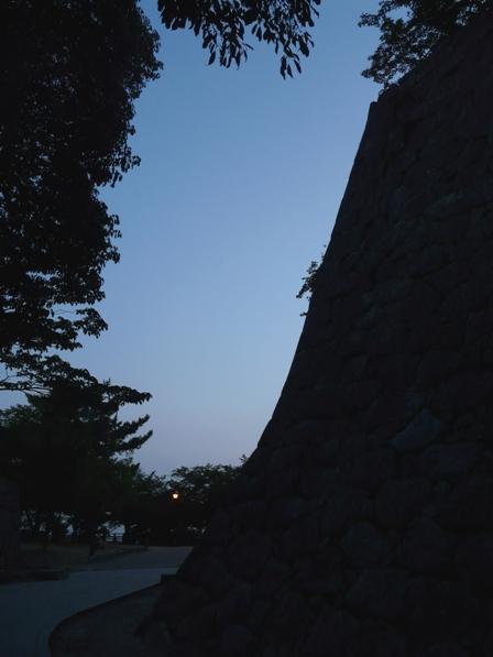 黄昏時の松山城 2