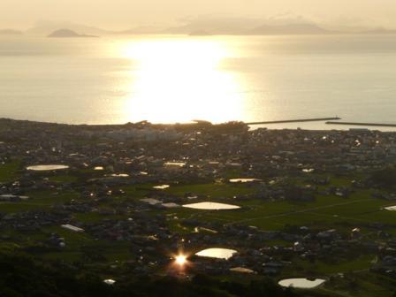 谷上山展望台から 18:15