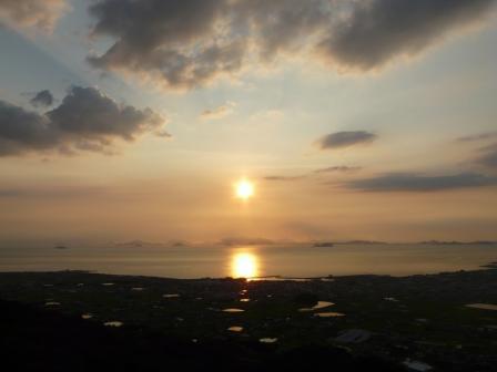 谷上山展望台から 18:40