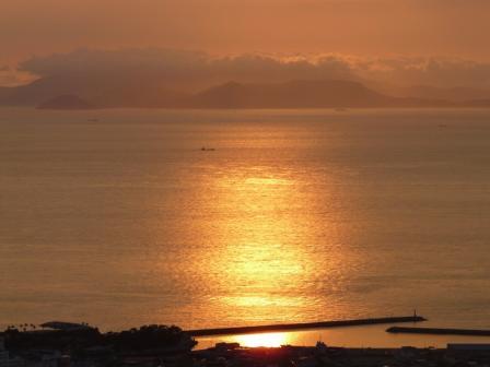 谷上山展望台から 18:53