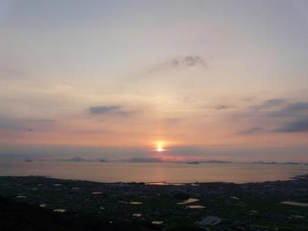 谷上山展望台から 19:06
