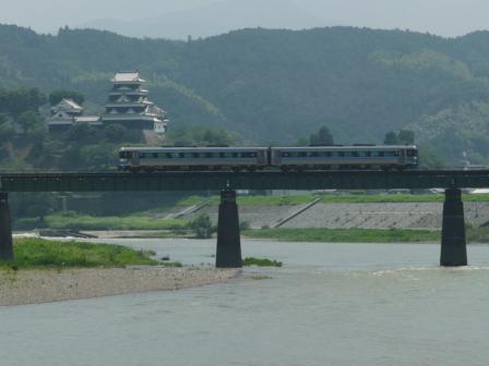 大洲城と キハ185系
