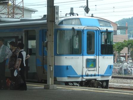 多度津駅 特急いしづち 185系