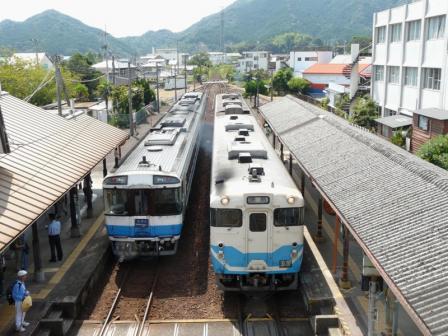 日和佐駅 特急むろと(キハ185系)・キハ47形 2