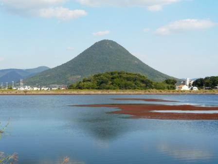 宮池 飯野山 1