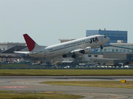 松山空港 4  JTA ボーイング737-400