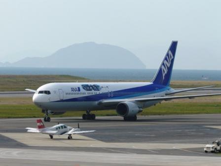 松山空港 11  坂の上の雲ラッピングジェット