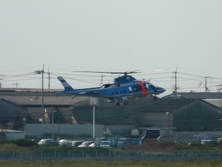 松山空港 8  愛媛県警のヘリコプター