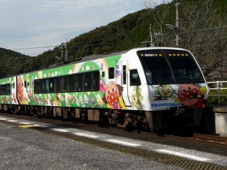 佐川駅 アンパンマン列車 1