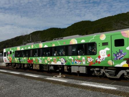 佐川駅 アンパンマン列車 2