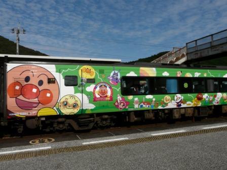 佐川駅 アンパンマン列車 3