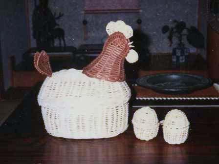 籐手芸 にわとりのパンかご&ひよこのエッグスタンド 1
