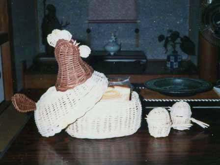 籐手芸 にわとりのパンかご&ひよこのエッグスタンド 2