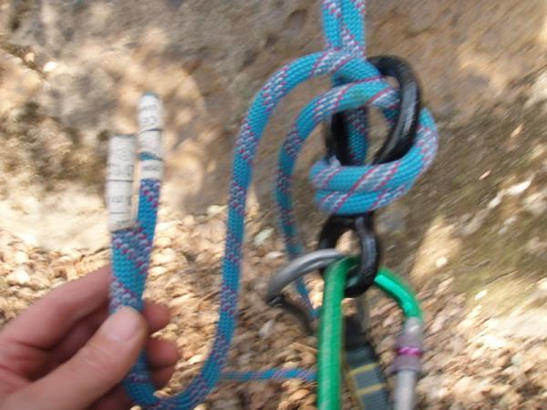 ラズベリーフェイスへの下降時のロープの余り