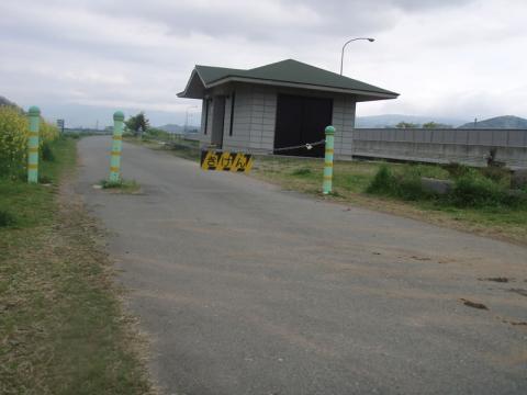 城山アピタ前キャンプ適地付近のトイレ