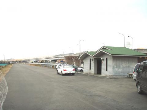 神島橋付近のトイレ高輝度