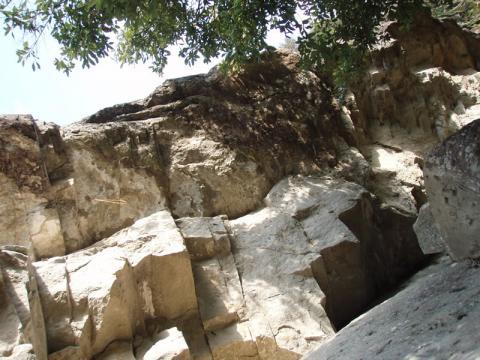 城山南壁のハング帯