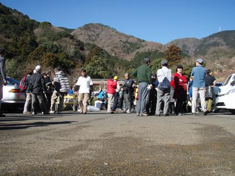 湯河原幕岩環境保全活動集合した人達々