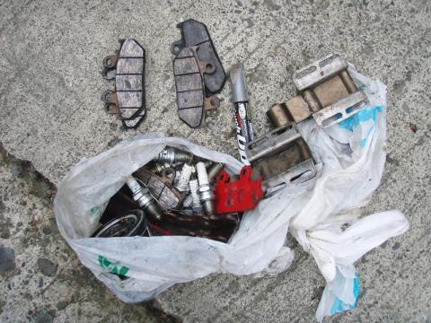 広沢寺清掃集会2009自動車部品もポイ