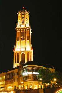 """オランダで最も高い教会鐘楼(しょうろう)を再現した""""ドムトールン""""です。"""
