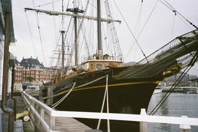 ホテルデンハーグ近くに係留している咸臨丸です。