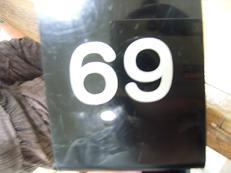 亮の好きな[69]の番号札。笑