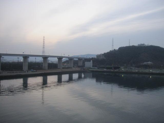 瀬戸大橋の坂出側の最後の部分の枝分かれしたところ