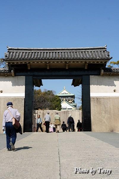 桜門から天守を望む