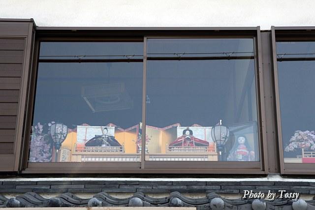 2階の窓にかざっています