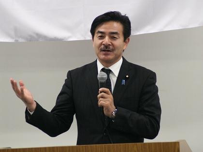 講演する佐藤先生