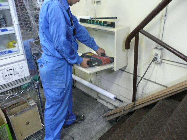 水道メーター装置施工中