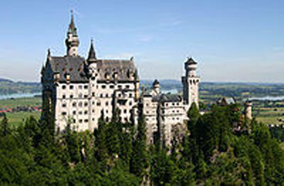 200px-Castle_Neuschwanstein.jpg