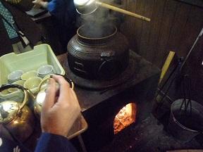 この茶釜も古いんですよ しかも竃