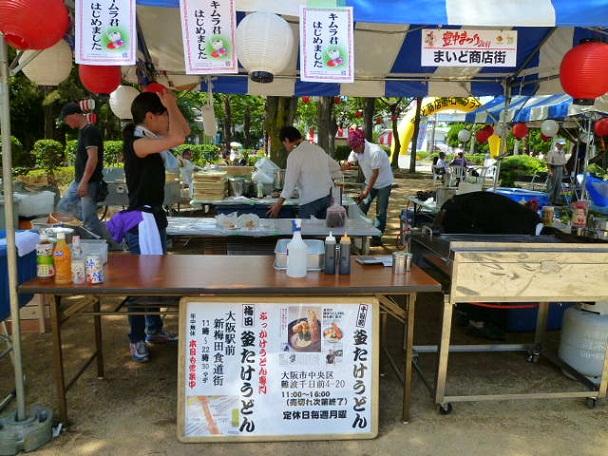 まだ準備中です たけちゃんは左後方で麺の具合を見てます