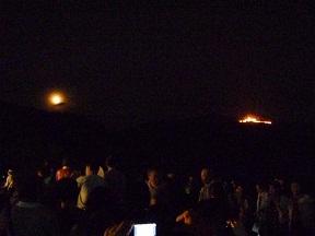 点火と同時に月が出てきました 満月です