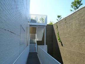 土壁と白壁は過去と未来の象徴か