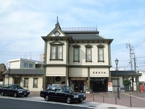 路面電車の道後温泉駅駅舎