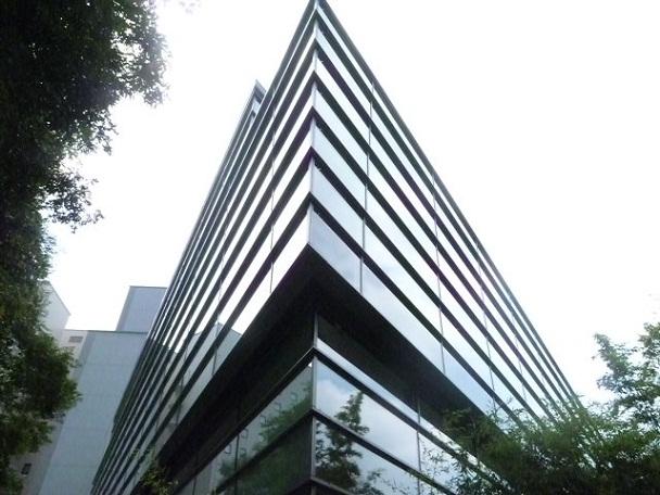 三角形の建物なのであちこちが鋭角です