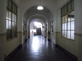 亜紀の病室は奥の階段を上がって2階でした