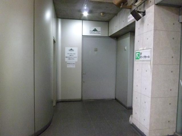 館内1Fのホールです 左の階段を上がるとオリーブホールです