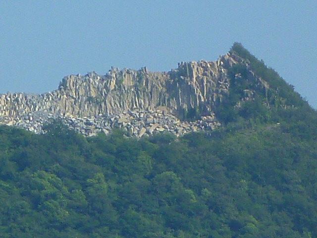中級山岳の様相ですがどこの山でしょうか